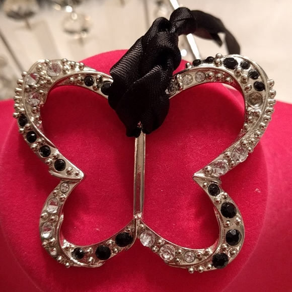 Silver butterfly shaped scarf tie